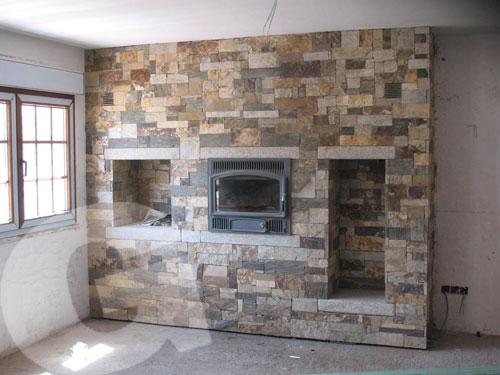 Fachada y chimenea en granito moreno país, biselado de 12 cms. grosor.