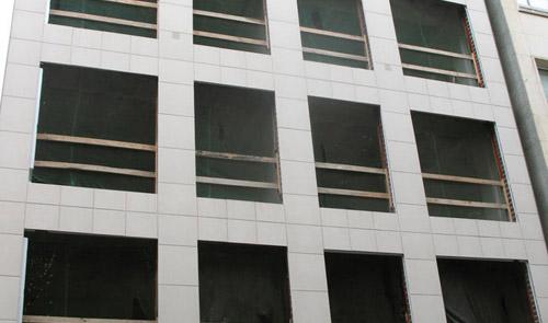 colocación de fachada ventilada