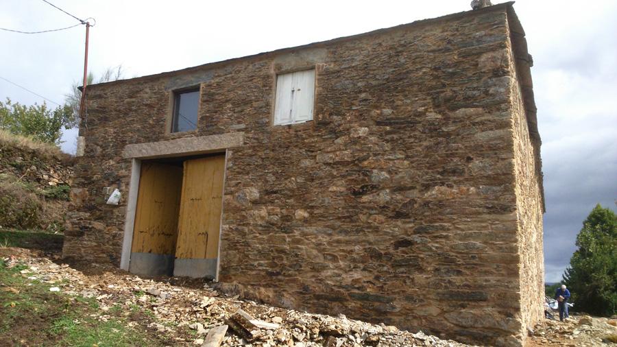 Restauraci n de casa antigua de piedra rehabilitaciones - Restauracion de casas ...
