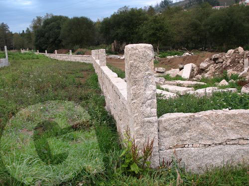 construcción muro antiguo molino de piedra
