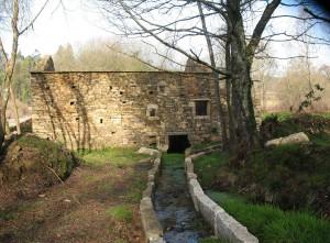 Casa antigua de piedra restaurada por Granyder